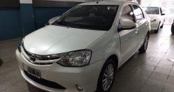 Toyota Etios 1.5 XLS Sedan Modelo 2015 50000 km Color Blanco